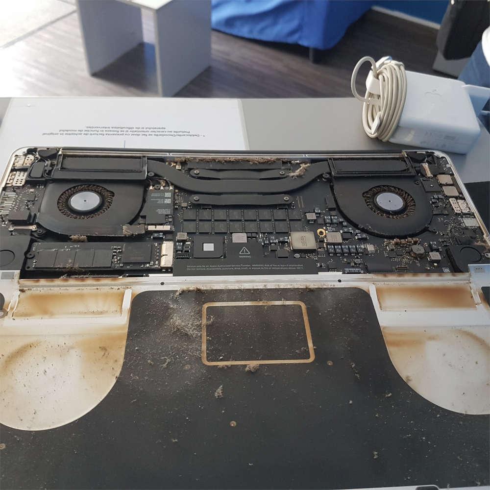 MacBook Pro plin de praf